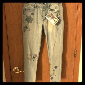Denim - embroidered jeans